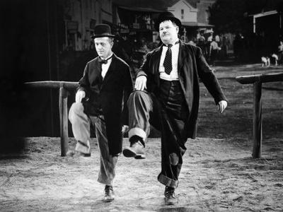 https://imgc.allpostersimages.com/img/posters/way-out-west-stan-laurel-oliver-hardy-1937_u-L-Q12P9D00.jpg?artPerspective=n