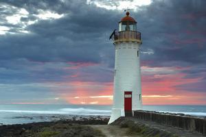 Port Fairy Lighthouse 2 by Wayne Bradbury