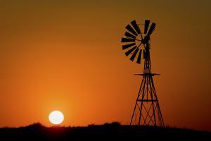 Windmill 2 by Wayne Bradbury