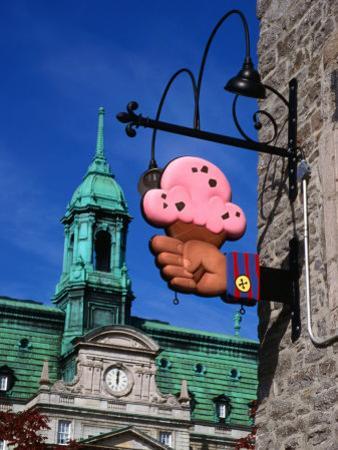 Feature of Building, Montreal, Canada by Wayne Walton