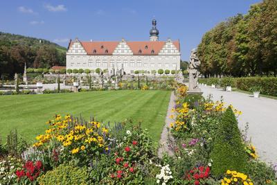 https://imgc.allpostersimages.com/img/posters/weikersheim-castle-hohenlohe-region-taubertal-valley_u-L-PWFMRI0.jpg?p=0