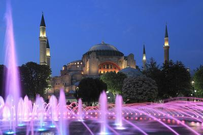 Hagia Sophia (Aya Sofya) at night, UNESCO World Heritage Site, Sultanahmet Square Park, Istanbul, T