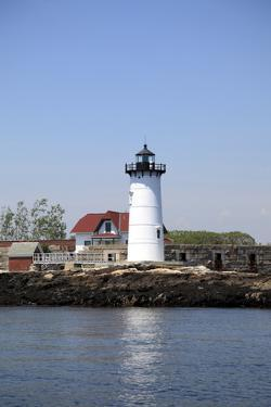 Portsmouth Harbor Lighthouse by Wendy Connett