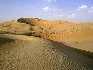 The desert near al-'Ain - sand dunes in striking pink colour by Werner Forman
