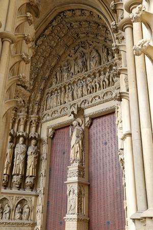 https://imgc.allpostersimages.com/img/posters/west-facade-metz-cathedral-metz-lorraine-france_u-L-Q1GYI6R0.jpg?artPerspective=n