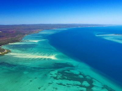 https://imgc.allpostersimages.com/img/posters/west-side-of-fraser-island-and-great-sandy-straits-queensland-australia_u-L-P2T4S60.jpg?artPerspective=n