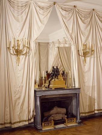 https://imgc.allpostersimages.com/img/posters/white-silk-drapery-in-napoleon-s-yellow-room-chateau-de-malmaison-france_u-L-POXZCW0.jpg?p=0