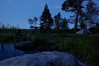 https://imgc.allpostersimages.com/img/posters/wild-camping-site-by-night-stora-le-lake-dalsland-goetaland-sweden_u-L-Q1EXUAZ0.jpg?artPerspective=n