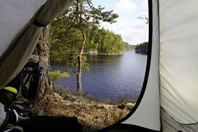https://imgc.allpostersimages.com/img/posters/wild-camping-stora-le-lake-dalsland-goetaland-sweden_u-L-Q1EXTJS0.jpg?artPerspective=n