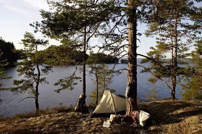 https://imgc.allpostersimages.com/img/posters/wild-camping-stora-le-lake-dalsland-goetaland-sweden_u-L-Q1EXTU20.jpg?artPerspective=n