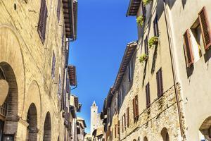 Medieval buildings and Cuganensi Tower, San Gimignano, Tuscany, Italy. by William Perry