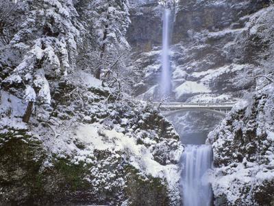 https://imgc.allpostersimages.com/img/posters/winter-scenic-at-multnomah-falls-columbia-river-gorge-oregon-usa_u-L-PN6XMO0.jpg?p=0