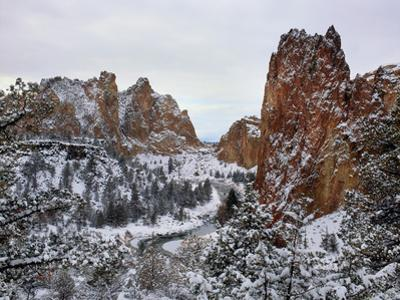 Winter snow at Smith Rock State Park, Crooked River, Terrebonne, Deschutes County, Oregon, USA