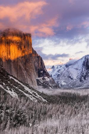 https://imgc.allpostersimages.com/img/posters/winter-sunset-over-yosemite-valley-from-tunnel-view-yosemite-national-park-california-usa_u-L-Q1D0OB60.jpg?p=0