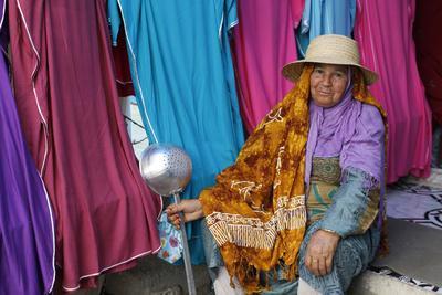 https://imgc.allpostersimages.com/img/posters/woman-at-ben-guerdane-border-market-tunisia_u-L-Q1GYII10.jpg?artPerspective=n