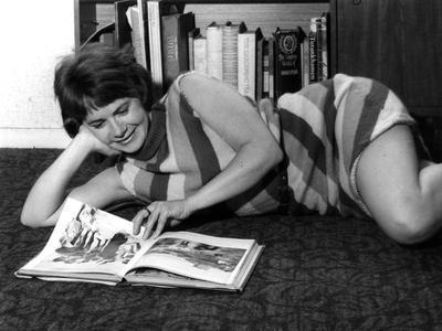 https://imgc.allpostersimages.com/img/posters/woman-reading-1960s_u-L-Q107KSY0.jpg?artPerspective=n