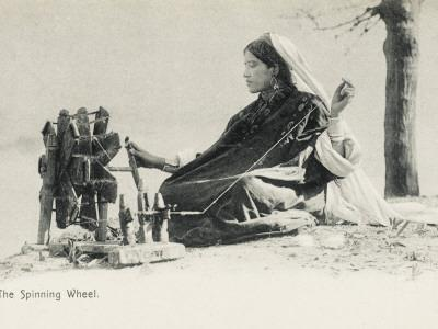 https://imgc.allpostersimages.com/img/posters/woman-spinning-on-a-traditional-hand-made-wheel-india_u-L-Q1089B40.jpg?p=0