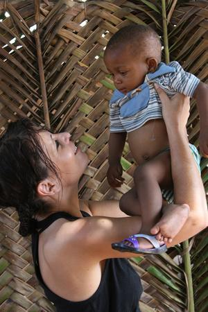 https://imgc.allpostersimages.com/img/posters/woman-with-an-african-child-lome-togo_u-L-Q1GYJTS0.jpg?artPerspective=n