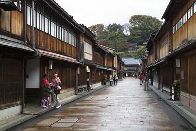 https://imgc.allpostersimages.com/img/posters/wooden-houses-higashi-chaya-district-geisha-district-kanazawa_u-L-PWFG9J0.jpg?p=0