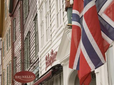 https://imgc.allpostersimages.com/img/posters/wooden-merchants-premises-and-norwegian-flag-bryggen-old-harbour-side-bergen-norway-scandinavia_u-L-P7MR0G0.jpg?p=0