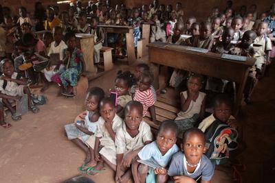 https://imgc.allpostersimages.com/img/posters/wore-african-school-classroom-hevie-benin_u-L-Q1GYMWO0.jpg?artPerspective=n