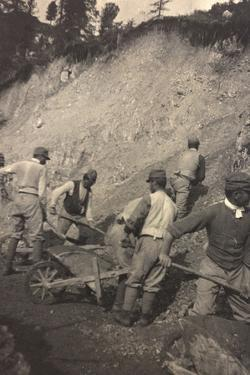 World War I: Italian Soldiers to Work for the Construction of a Shed