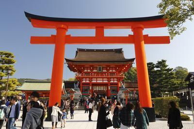 https://imgc.allpostersimages.com/img/posters/worship-hall-and-torii-gate-fushimi-inari-taisha-shrine-kyoto-japan-asia_u-L-PWFJNR0.jpg?artPerspective=n