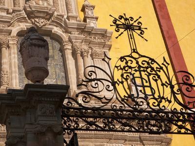 https://imgc.allpostersimages.com/img/posters/wrought-iron-gate-guanajuato-mexico_u-L-PHAJCE0.jpg?p=0