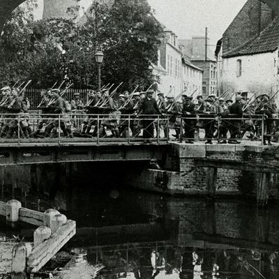 https://imgc.allpostersimages.com/img/posters/ww1-advancing-to-the-front-france_u-L-Q107MCE0.jpg?p=0