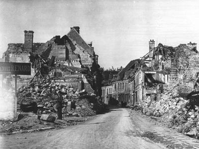 https://imgc.allpostersimages.com/img/posters/ww1-damage-at-vailly-sur-aisne-framce_u-L-Q107M820.jpg?p=0