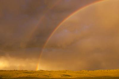 https://imgc.allpostersimages.com/img/posters/wyoming-sublette-county-double-rainbow-in-stormy-sky_u-L-PU3NS60.jpg?artPerspective=n