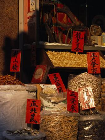 Chinese Medicine and Herbs for Sale in Sheung Wan, Hong Kong by xPacifica