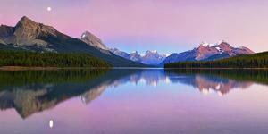 Maligne Lake by Yan Zhang