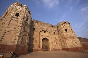 Lahore Fort, the Mughal Emperor Fort in Lahore, Pakistan by Yasir Nisar