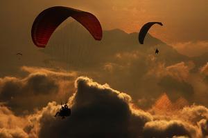 Paragliding by Yavuz Sariyildiz