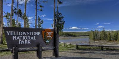 https://imgc.allpostersimages.com/img/posters/yellowstone-national-park-sign_u-L-Q1AGU380.jpg?p=0