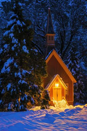 https://imgc.allpostersimages.com/img/posters/yosemite-chapel-in-winter-yosemite-national-park-california-usa_u-L-Q1D0NE50.jpg?artPerspective=n