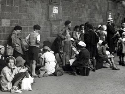 Young Parisians Leaving for the Cantal Département (1935)