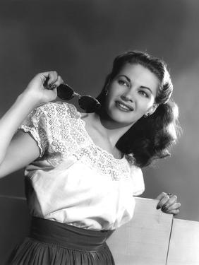 Yvonne by Carlo (1922 2007) actrice d'origine canadienne naturalisee americaine, ici en, 1947 (b/w