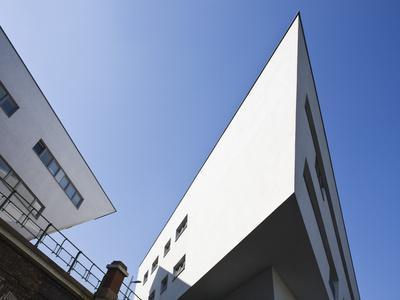 https://imgc.allpostersimages.com/img/posters/zaha-hadid-designed-apartments-spittelau-vienna-austria-europe_u-L-PHCUI20.jpg?p=0
