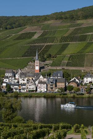 https://imgc.allpostersimages.com/img/posters/zell-on-moselle-river-germany_u-L-Q1AS3440.jpg?p=0