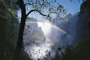 Zimbabwe Mosi-Oa-Tunya, 'Victoria Falls' on Zambezi River, Rainbow