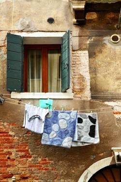 Clothes Dry Outdoor in Venice, Italy by Zoom-zoom