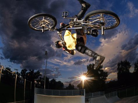 Bmx Cyclist Flys over the Vert Reproduction photographique