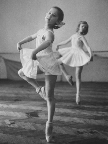 Children at the Pioneer Palace Being Taught Ballet Reproduction photographique