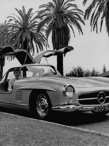 mercedes gullwing voiture de sport aux portes papillon reproduction photographique par ed clark. Black Bedroom Furniture Sets. Home Design Ideas