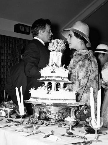 Elizabeth Taylor and Richard Burton Attend the Wedding of Niece Caroline Cook, 1963 Autre