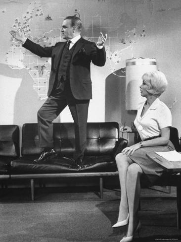 James Cagney and Lilo Pulver in One, Two, Three, a Film Directed by Billy Wilder Reproduction photographique Premium
