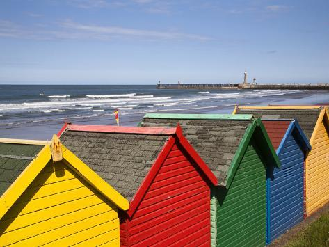 Beach Huts at Whitby Sands, Whitby, North Yorkshire, Yorkshire, England, United Kingdom, Europe Reproduction photographique