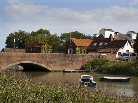 Bridge over the River Alde at Snape Maltings, Suffolk, England, United Kingdom, Europe Reproduction photographique